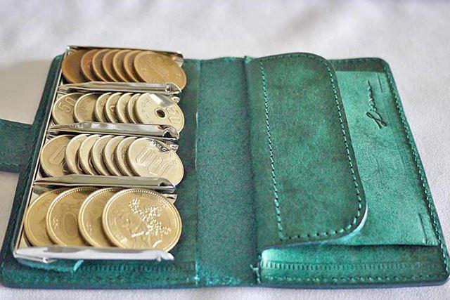 ひと目で硬貨がどれくらいあるのかがわかるので便利です。3,120円分全部入れてみました