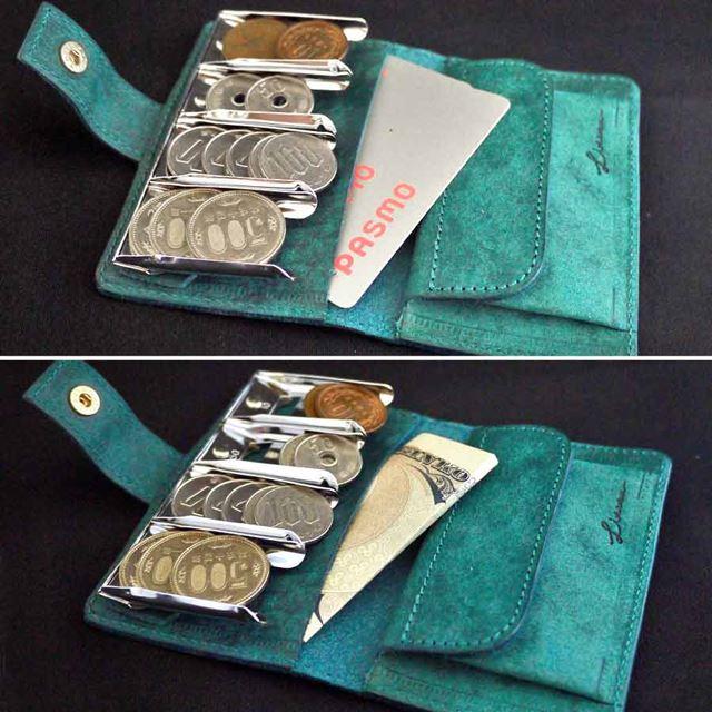 スリットは左右2つに付いており、ICカードや二つ折りにしたお札なども収納できます