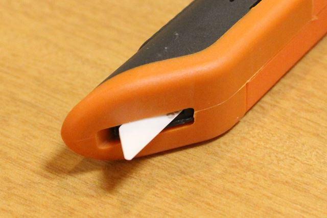 ボックスカッターの刃は先端が丸くなっています