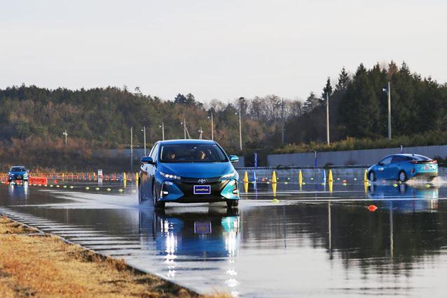 日本自動車研究所(JARI)の低ミュー路でも新タイヤをテストした