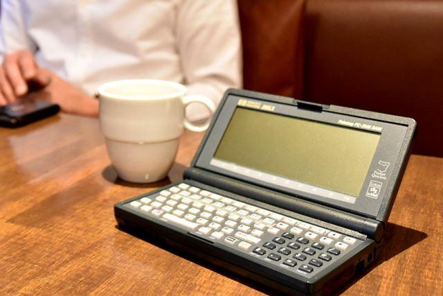 植木氏へのインタビューは、愛機の「HP200LX」とともに進んでいった