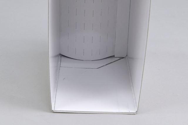 上製函の内部には、「広辞苑第七版」の小口側のカーブにハマる加工が施されており、ぴったりと収納できる
