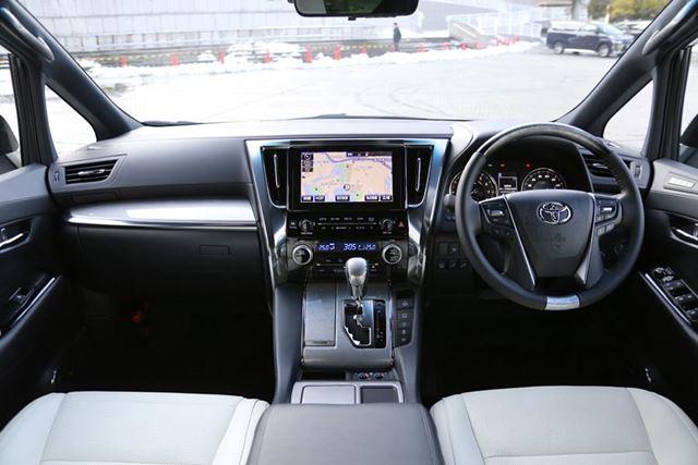 トヨタ 新型「アルファード Executive Lounge S」のインパネ