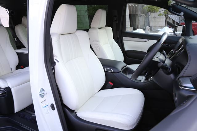 トヨタ 新型「アルファード Executive Lounge S」の1列目シート