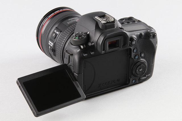 EOS 6D Mark IIは、タッチパネル対応のバリアングル液晶モニターを採用(約104万ドットの3.0型)