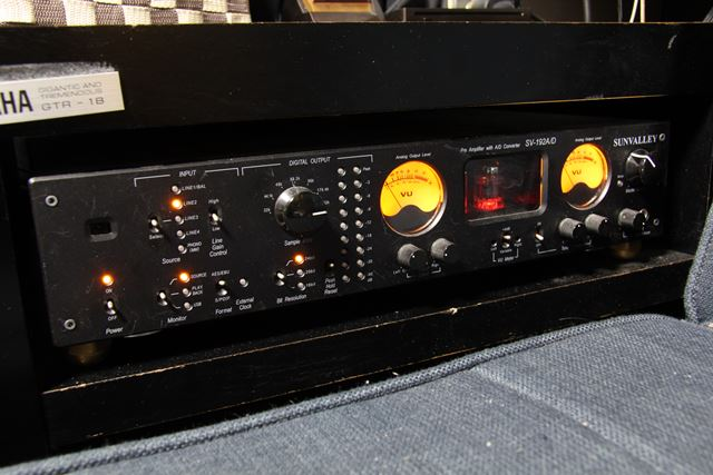 まずはサンバレー「SV-192A/D ver.2」とCHORD「SPM1400」×2を接続した状態でテスト開始