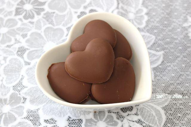 初めてのチョコレート作り、成功です。元は明治のミルクチョコレートなので、味はもちろんおいしいです!