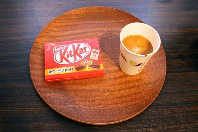 おいしいコーヒーとキットカットを無料で提供
