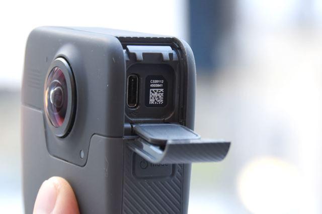 USB Tyep-C端子を搭載。対応ケーブルも付属する