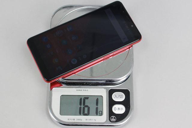 SIMカード1枚、microSDカード装着の状態で手元のデジタルスケールで計った重量は、161gだった