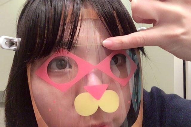 マスクに目安となるラインが描かれています。これを好きな位置に合わせましょう