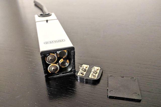 まずは本体に単3形乾電池4本(別売り)を入れます