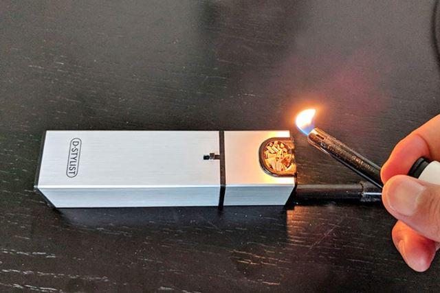 電源を入れてからライターなどで着火します