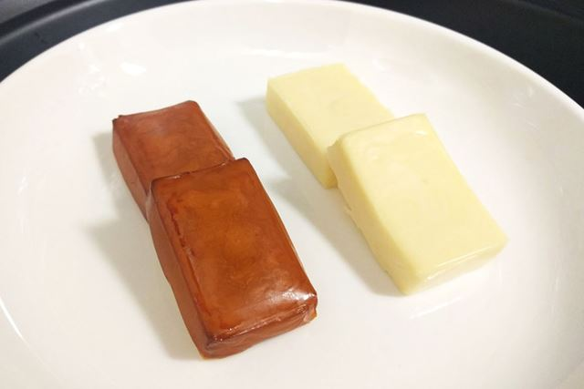 左が燻製鍋、右がスモークインフューザーで香り付けしたものです