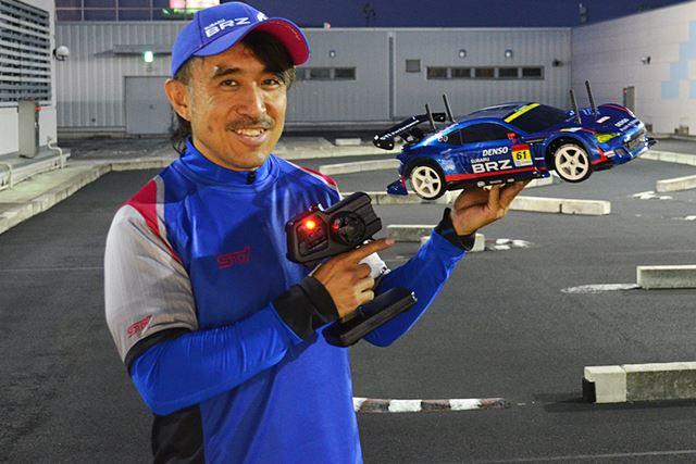 RC専用のサーキットでテスト走行。マシンの性能だけでなく、ドライバーとしての私の技量もテストします!