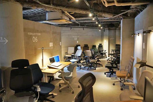 間接照明がオシャレな店内には各メーカーのオフィスチェアが所狭しと並んでいます