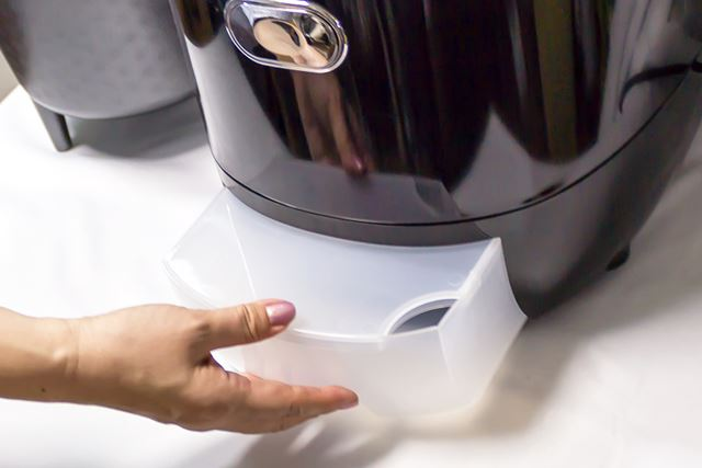 糖を含んだゆで汁は、本体下の排水タンクに溜まる仕組み