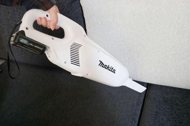 ソファや自動車の車内の掃除はサッシノズル+本体で