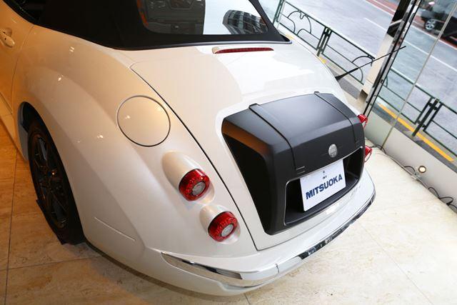 新たに、トランクバッグのデザインが採用されたリアイメージ