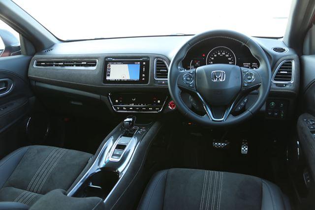 ホンダ 新型「ヴェゼル ハイブリッド RS」のインパネ