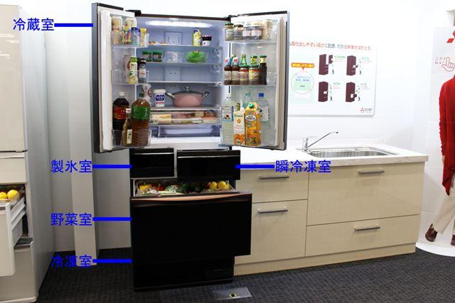 一般的なシンクの高さ(約85cm)よりも低い位置に野菜室が配置されています