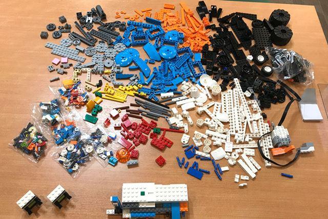 レゴブロックを出してザックリ色別に分けることで作業がはかどる