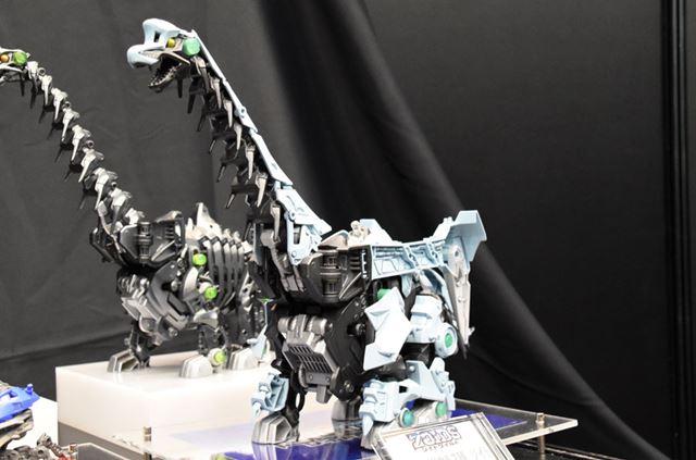 草食性恐竜の1種、ブラキオサウルス種の「ゾイド」。でかい……