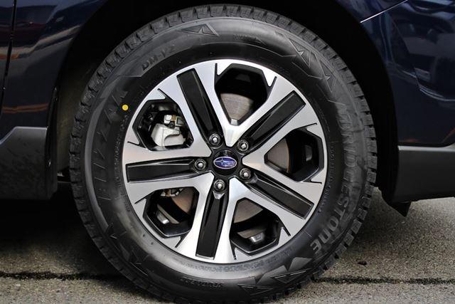 レガシィアウトバックに装着されていたタイヤは、ブリヂストンのSUV専用スタッドレスタイヤ「ブリザックDM-V2」