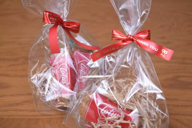 お客さんへのミニプレゼントをラッピングするときなど、リボンテープは特に店舗での活用機会が多そうだ