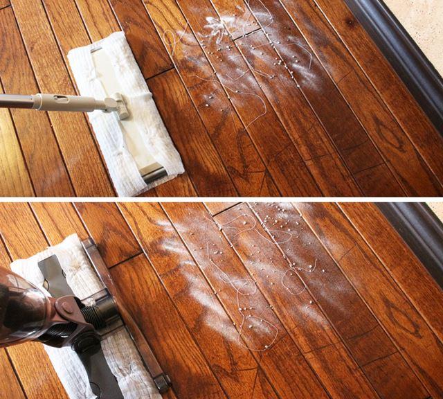 床に撒いた重曹と猫砂、糸を1往復でどれほどキレイにできるかでテスト