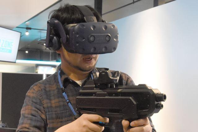 「ギャラガフィーバー」は「HTC Vive Pro」とガンコントローラーを駆使するシューティングゲーム