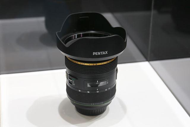 実機を試すことはできないが、HD PENTAX-DA★11-18mmF2.8ED DC AW(仮称)も展示されていた