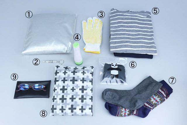衣類は、夏は汗を吸って早く乾くもの、冬は吸湿発熱などの機能性素材の衣類がおすすめです