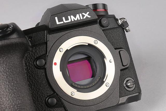 G9のイメージセンサーは表面にARコーティング処理を追加。従来よりも逆光に強くなった