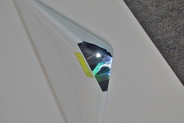 """パネルはソニーお得意のネイティブ4Kパネル """"SXRD"""" 。光源はレーザーで、明るさは2500ルーメンだ"""
