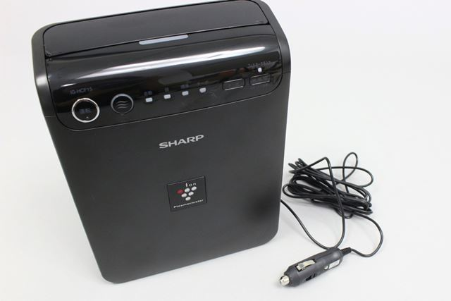 給電はシガーソケットから行います。DC12V対応のため、DC24Vバッテリー使用者では使えません