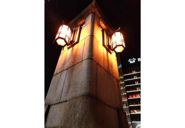 こちらも夜景モードで街灯を撮影。ISO512でシャッター速度1/20秒だが意外と手ぶれも目立たない