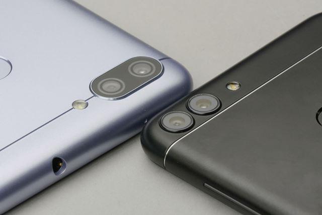 ダブルレンズカメラのデザインも異なる。出っ張っているのはどちらの機種も同じ