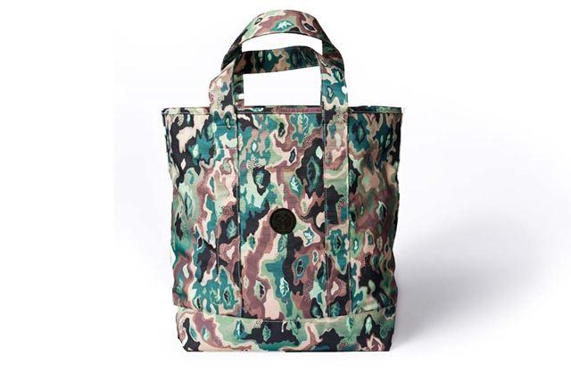 「IQOS CAMO TOTE BAG」。6,980円(税込)