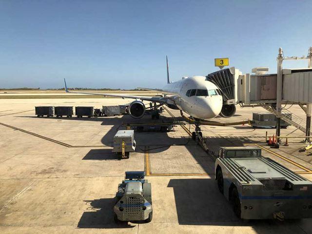 搭乗したのは成田-サイパン間のデルタ航空のフライト。席は比較的前方のプレミアムエコノミーシートだ