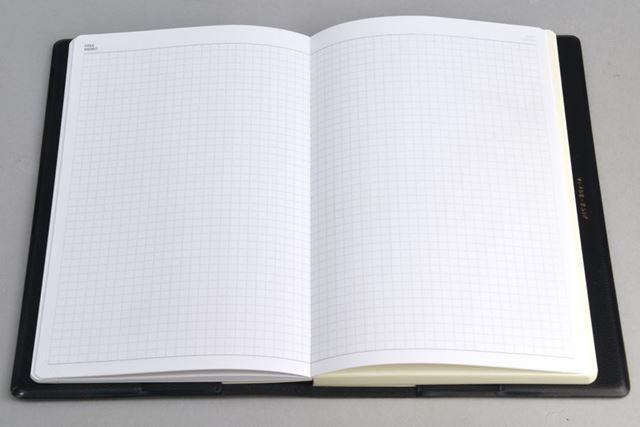 ページ中間部にあるメモページ。方眼罫なので上下がなく、「WORK」「PRIVATE」どちら側からでも利用できる