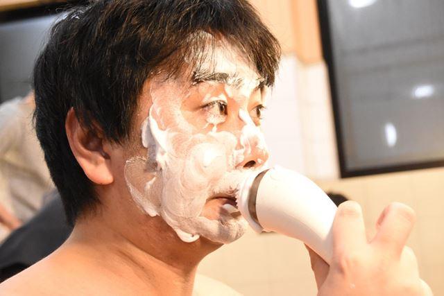 鼻の下の狭い部分も、なんなくしっかりと洗える