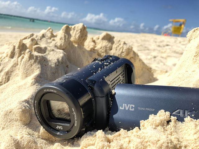 「防塵」とはつまり砂浜でも利用可能ということ。アクションカムではなく横長タイプでは貴重な存在だ