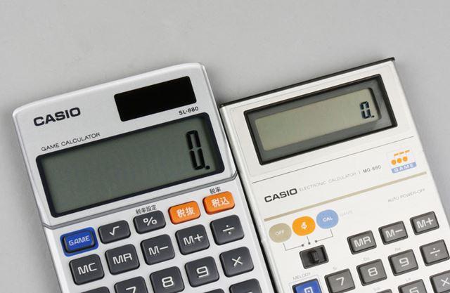 「SL-880」(左)はオリジナル(右)と比べて液晶が大きくなり、数字も見やすくなりました