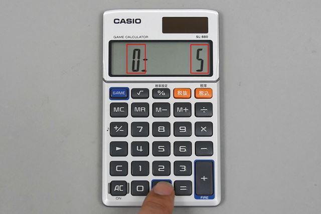 液晶の左に「0」と表示されているのが照準で、右に「5」と表示されているのがインベーダー