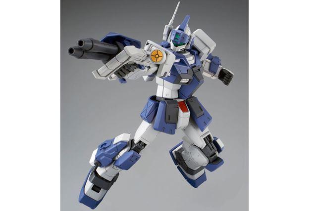 専用武装「二連ビーム・キャノン」は、組み替えにより、腕にも装備可能
