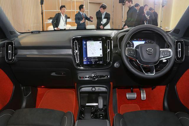 ボルボ「XC40 R-Design(LAVAオレンジカラー)」のインパネ