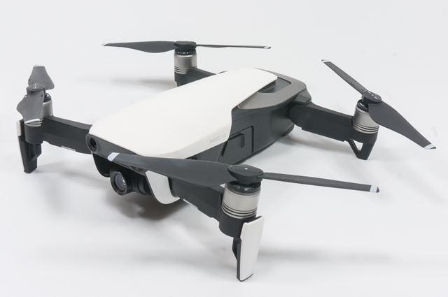 展開時のサイズは縦168×横184×高さ64mmで、体格寸法は213 mm。離陸可能重量は430gです