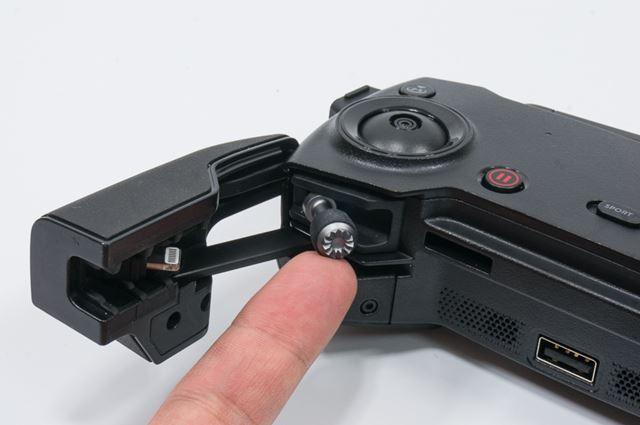 コントローラーのスティックも収納可能。コントローラーも携帯性を高めることにこだわっている