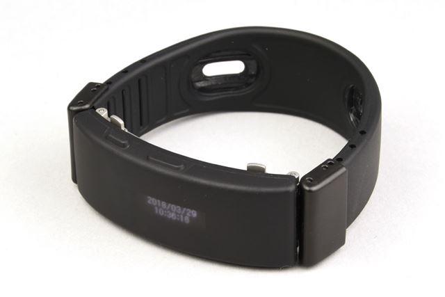 3つの機能を搭載する「wena wrist active」本体。ソニーストアでの販売価格は32,270円(税込)